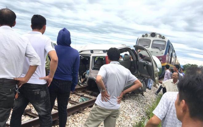 Vụ tàu hỏa tông 4 người thương vong: Tài xế ô tô 7 chỗ tiên lượng rất nguy kịch-1