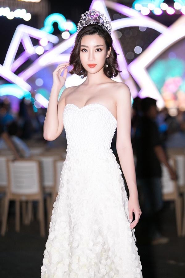 Hoa hậu Đỗ Mỹ Linh bất ngờ rũ bỏ mái tóc dài thay bằng mái tóc ngắn cá tính, đáng yêu hết cỡ-2