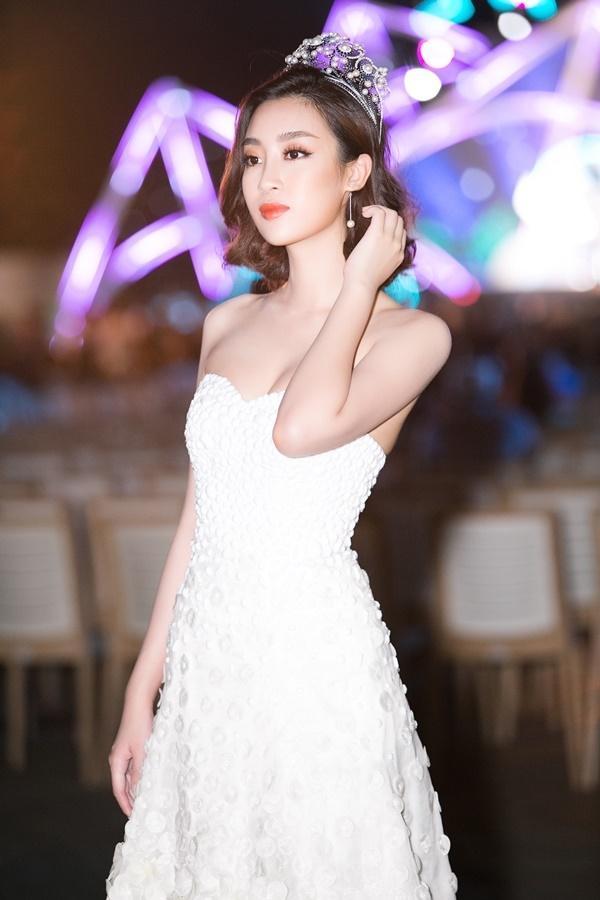 Hoa hậu Đỗ Mỹ Linh bất ngờ rũ bỏ mái tóc dài thay bằng mái tóc ngắn cá tính, đáng yêu hết cỡ-3