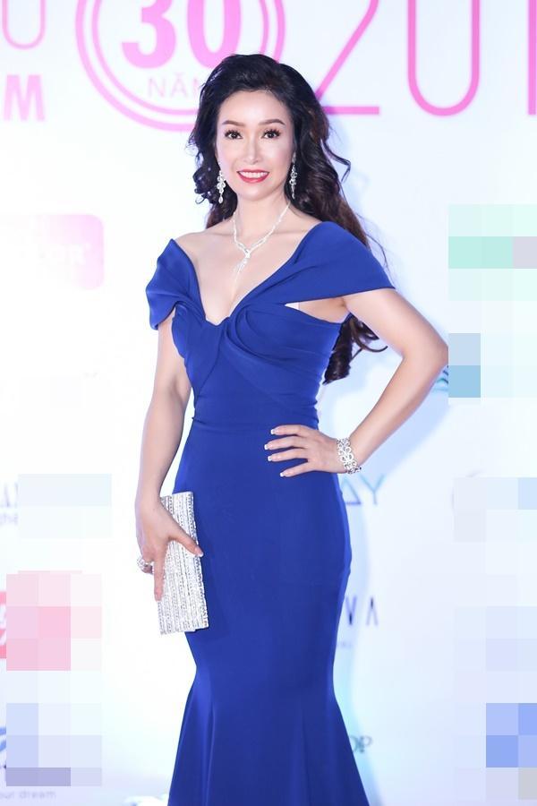 Hoa hậu Đỗ Mỹ Linh bất ngờ rũ bỏ mái tóc dài thay bằng mái tóc ngắn cá tính, đáng yêu hết cỡ-5
