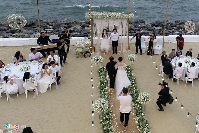 Ảnh Trường Giang, Nhã Phương bên gia đình ở lễ đính hôn-2