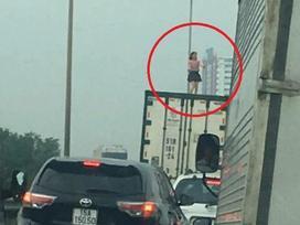 Hoảng hồn thấy người phụ nữ nhảy múa trên nóc xe container đang chạy