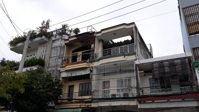 Cháy lớn trong căn nhà 3 tầng khiến 1 người đàn ông tử vong-1