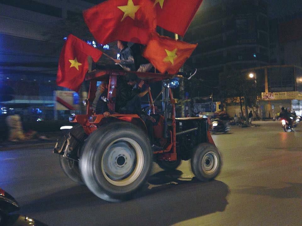 1.001 cách cổ động viên ăn mừng chiến thắng của Olympic Việt Nam-8