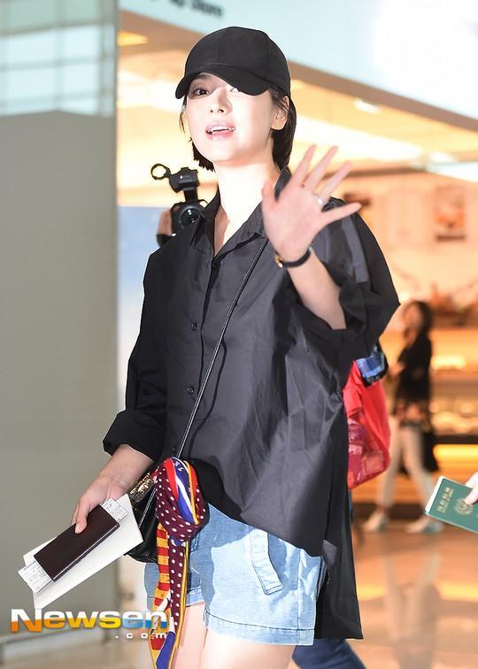Xuống tóc ngày càng ngắn, Song Hye Kyo xuất hiện với vẻ cá tính khác lạ-2