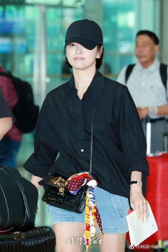 Xuống tóc ngày càng ngắn, Song Hye Kyo xuất hiện với vẻ cá tính khác lạ-7
