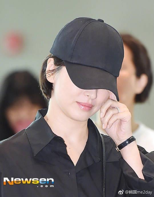 Xuống tóc ngày càng ngắn, Song Hye Kyo xuất hiện với vẻ cá tính khác lạ-9