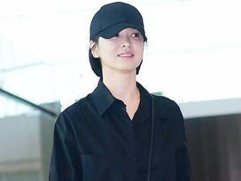 'Xuống tóc' ngày càng ngắn, Song Hye Kyo xuất hiện với vẻ cá tính khác lạ