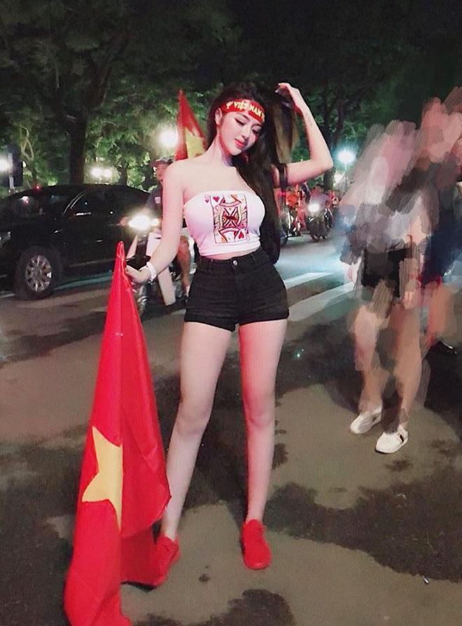 Cổ động viên nữ mặc áo trễ sexy ăn mừng U23 Việt Nam hạ Syria-4