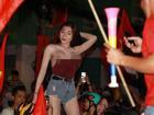 Cổ động viên nữ mặc áo trễ sexy ăn mừng U23 Việt Nam hạ Syria