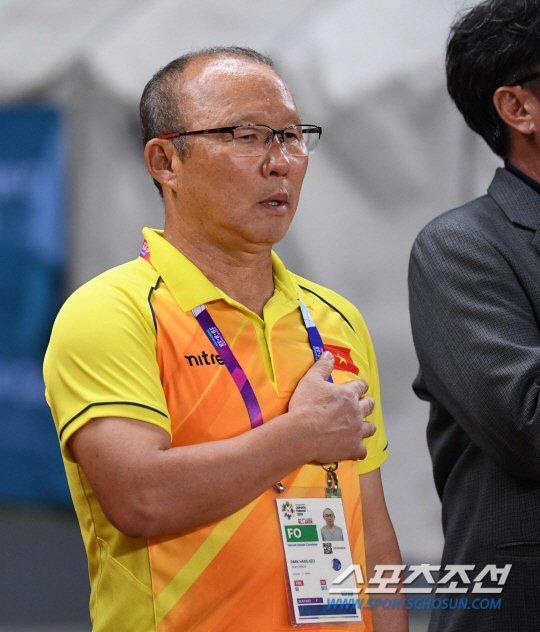 Cậu bé hot nhất mạng xã hội Việt hôm qua khi sở hữu loạt biểu cảm cực giống huấn luyện viên Park Hang Seo-1