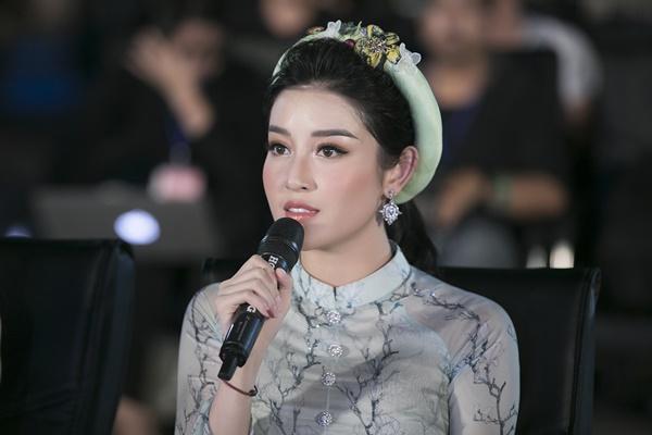 Ai vẫn đang nghĩ Kỳ Duyên ghét Huyền My thì xem lại hành động đáng yêu này của nàng hậu Việt đi nhé!-2