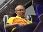 Thầy Park và các cầu thủ Việt Nam buồn bã ra về sau trận thua Hàn Quốc