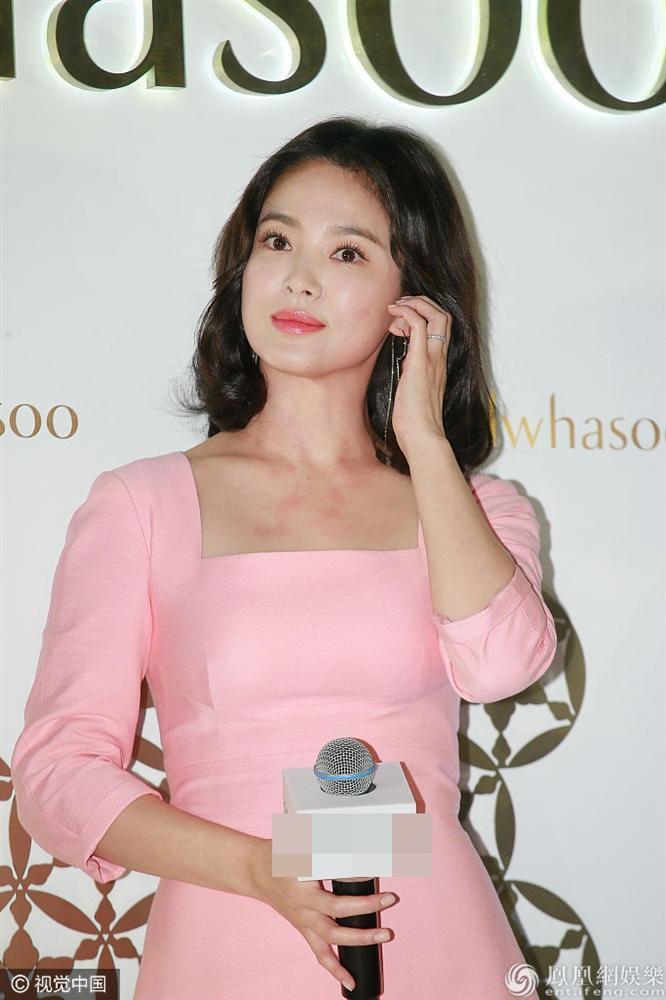 Song Hye Kyo luôn được khen xuất sắc nhưng đôi chân thô kệch dù làm mọi cách vẫn chẳng thể đẹp hơn-2