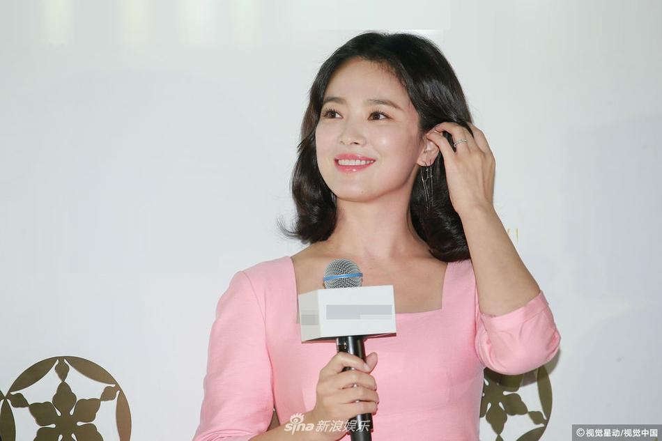 Song Hye Kyo luôn được khen xuất sắc nhưng đôi chân thô kệch dù làm mọi cách vẫn chẳng thể đẹp hơn-7