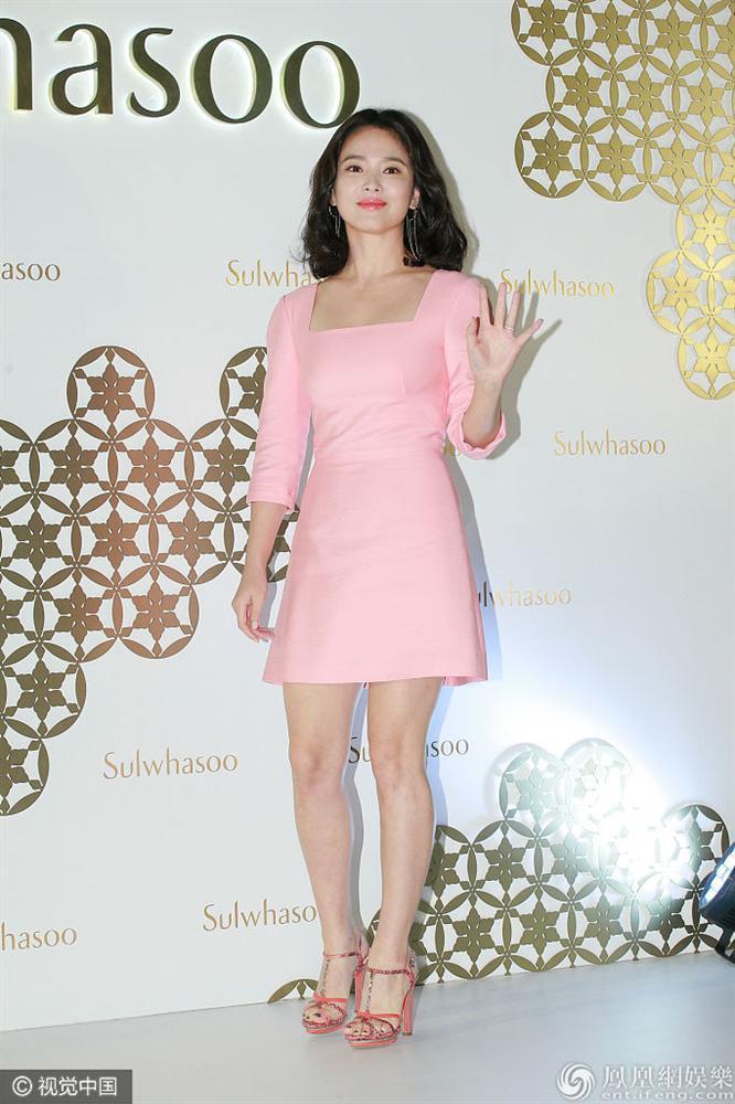 Song Hye Kyo luôn được khen xuất sắc nhưng đôi chân thô kệch dù làm mọi cách vẫn chẳng thể đẹp hơn-4