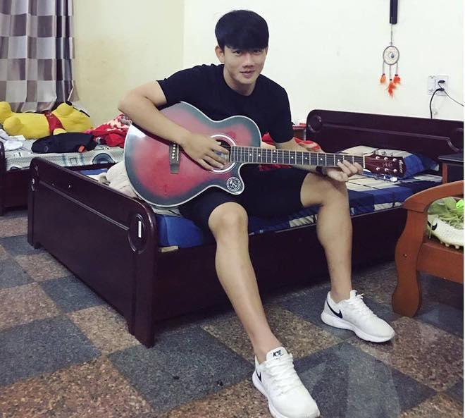 Minh Vương U23 Việt Nam đẹp trai như mỹ nam Hàn, style chất