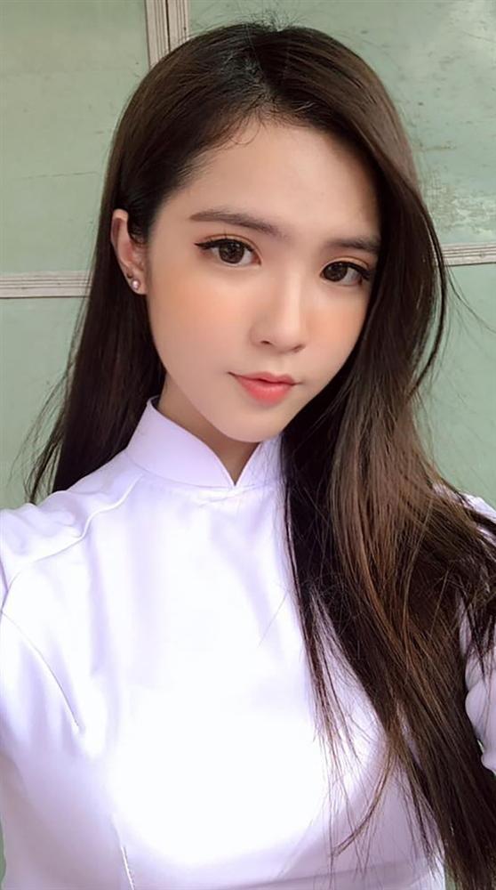 Gặp lại nữ sinh lai Việt - Trung bất ngờ nổi tiếng khi đi cổ vũ U23 Việt Nam-7