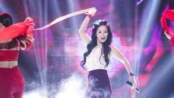 Lần đầu tiên khoe vũ đạo trong ca khúc 'Bùa yêu', diva Hồng Nhung gây ngạc nhiên vì quá nóng bỏng và đáng yêu