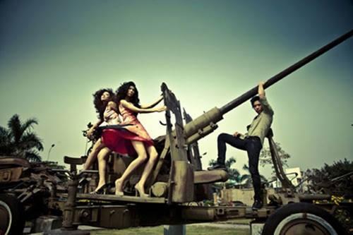 Trước khi có bức ảnh Quang Vinh chụp cạnh bộ phận sinh dục, nhiều sao Việt cũng khốn đốn vì tạo dáng thị phi-9