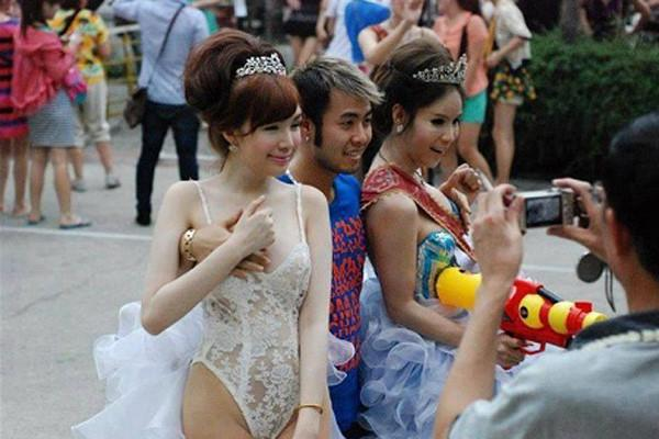 Trước khi có bức ảnh Quang Vinh chụp cạnh bộ phận sinh dục, nhiều sao Việt cũng khốn đốn vì tạo dáng thị phi-6