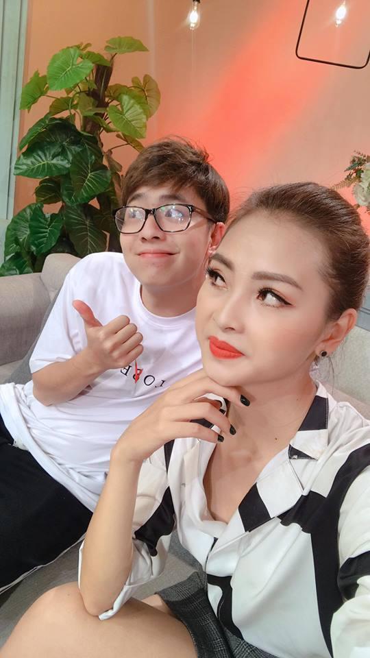 Minh Châu song kiếm hợp bích cùng hotgirl Phan Kim Cương cướp hit của Jaykii-1