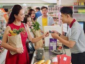 Dàn sao Việt 'chuộng' thanh toán không tiền mặt