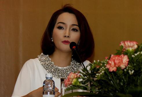 Xuất hiện với chiếc mũi xiêu vẹo, cô Trúc Mai Thu Huyền dính nghi án phẫu thuật thẩm mỹ hỏng-3
