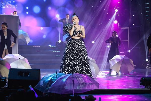 Dàn ca sĩ nữ MOMOLAND, Thu Minh, Tóc Tiên áp đảo đêm nhạc Việt - Hàn-9