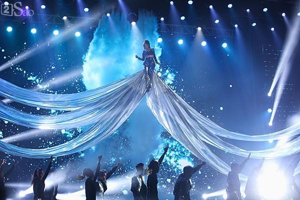Dàn ca sĩ nữ MOMOLAND, Thu Minh, Tóc Tiên áp đảo đêm nhạc Việt - Hàn-7
