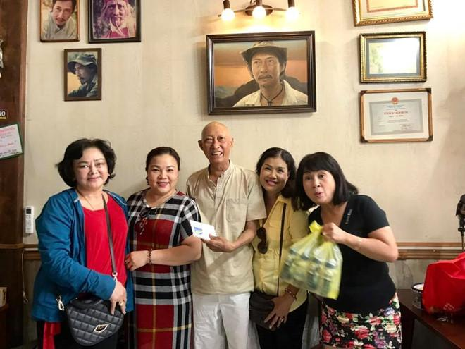 Nghệ sĩ Lê Bình được về nhà, sắp phải hóa trị thêm-1
