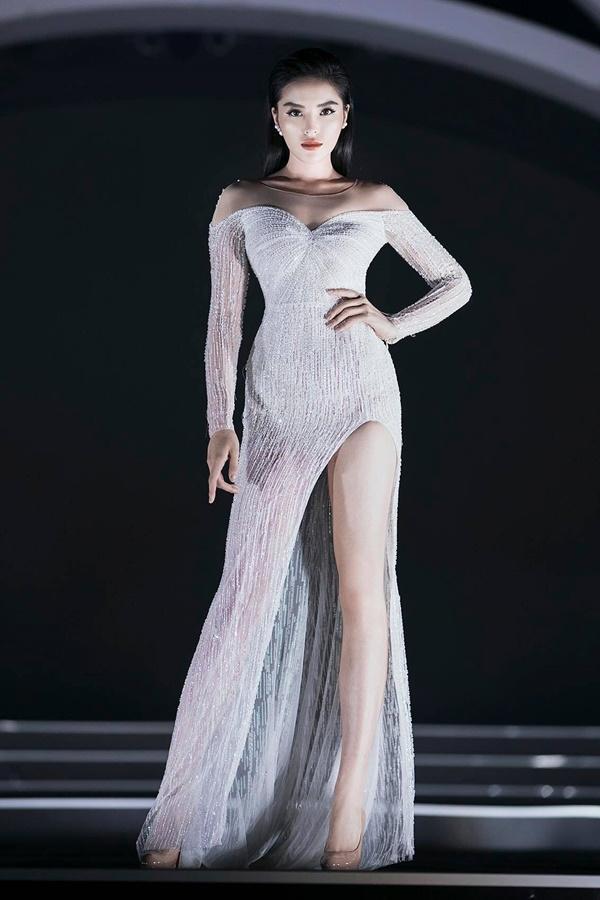 Lần đầu tiên, hoa hậu Kỳ Duyên nắm tay Đỗ Mỹ Linh công phá sàn catwalk-2