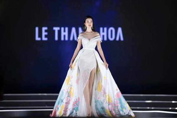 Lần đầu tiên, hoa hậu Kỳ Duyên nắm tay Đỗ Mỹ Linh công phá sàn catwalk-3