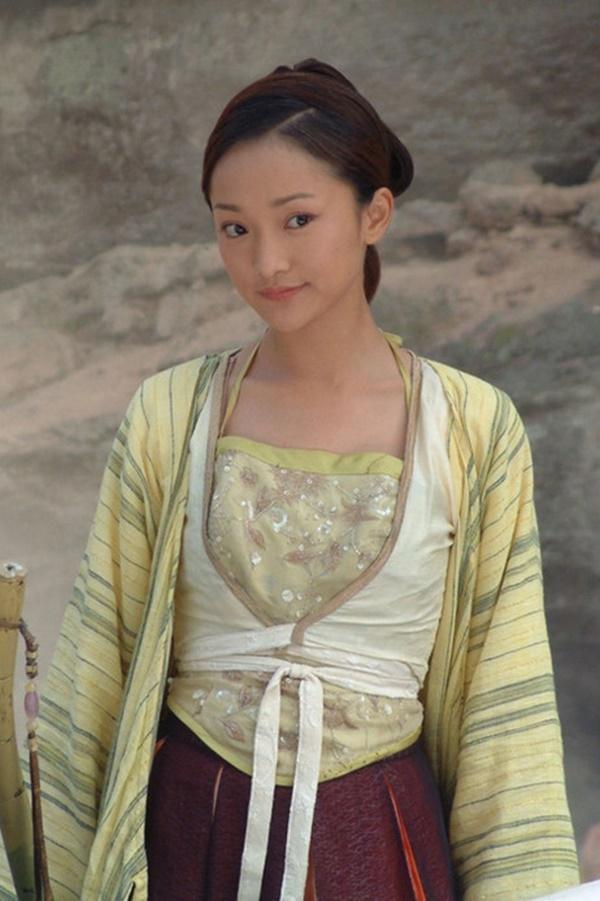Châu Tấn - từ tuổi thơ cơ cực đến đại hoa đán lặng lẽ, cô đơn-2