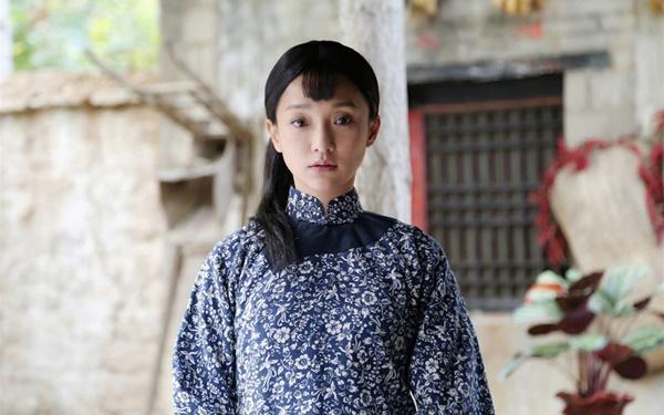 Châu Tấn - từ tuổi thơ cơ cực đến đại hoa đán lặng lẽ, cô đơn-3