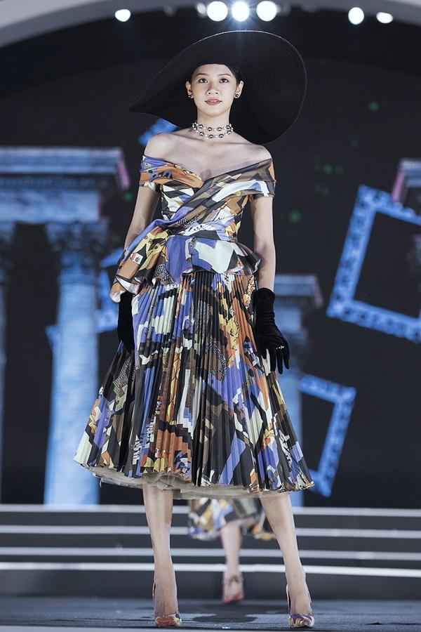 Lần đầu tiên, hoa hậu Kỳ Duyên nắm tay Đỗ Mỹ Linh công phá sàn catwalk-7