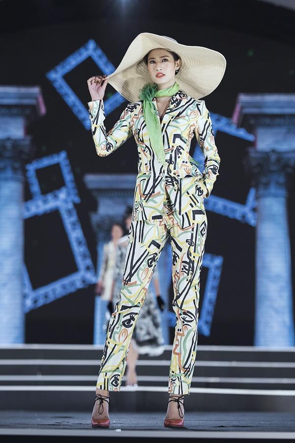 Lần đầu tiên, hoa hậu Kỳ Duyên nắm tay Đỗ Mỹ Linh công phá sàn catwalk-8