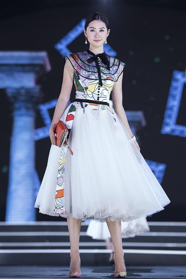 Lần đầu tiên, hoa hậu Kỳ Duyên nắm tay Đỗ Mỹ Linh công phá sàn catwalk-13