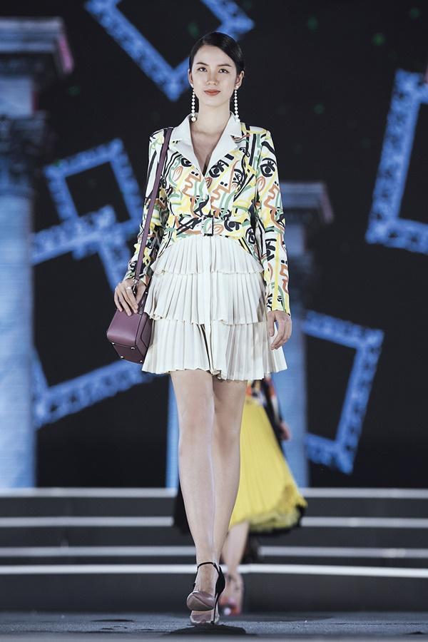Lần đầu tiên, hoa hậu Kỳ Duyên nắm tay Đỗ Mỹ Linh công phá sàn catwalk-19