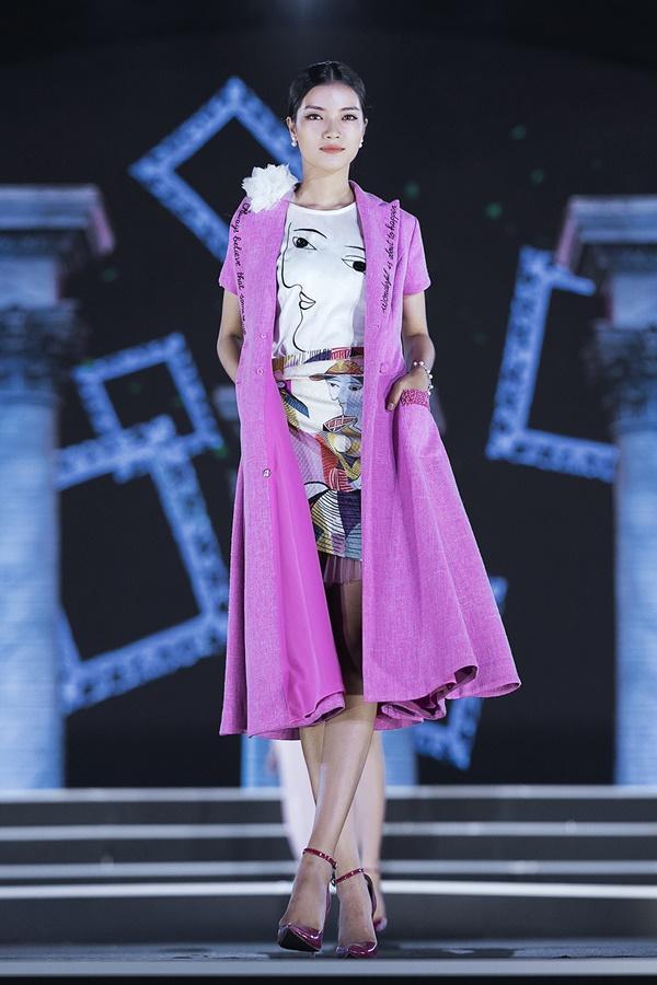 Lần đầu tiên, hoa hậu Kỳ Duyên nắm tay Đỗ Mỹ Linh công phá sàn catwalk-16