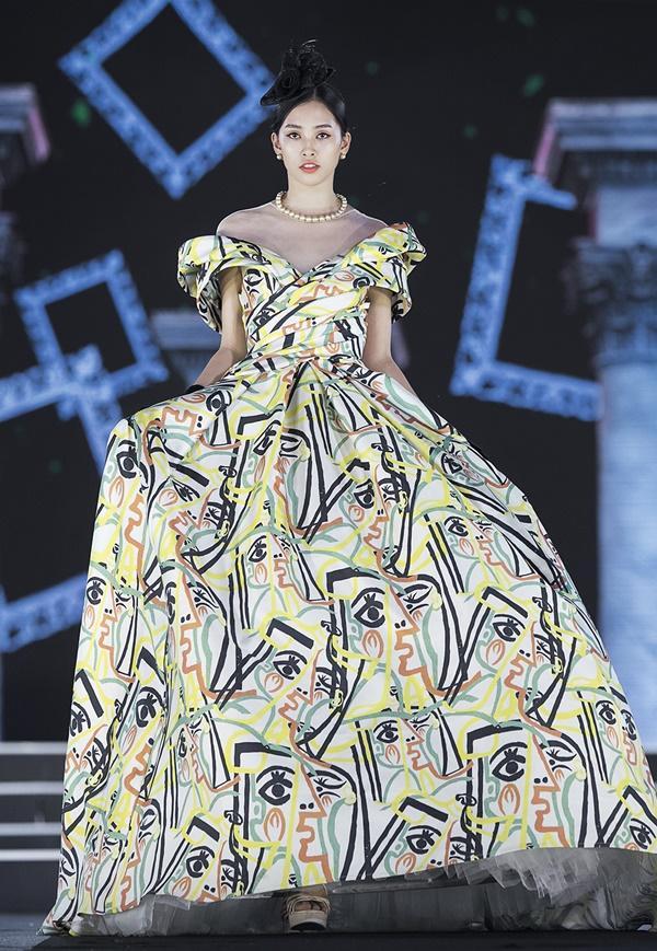 Lần đầu tiên, hoa hậu Kỳ Duyên nắm tay Đỗ Mỹ Linh công phá sàn catwalk-17