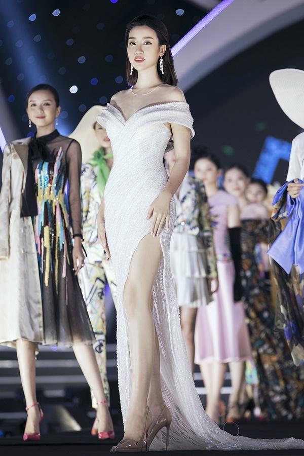 Lần đầu tiên, hoa hậu Kỳ Duyên nắm tay Đỗ Mỹ Linh công phá sàn catwalk-20