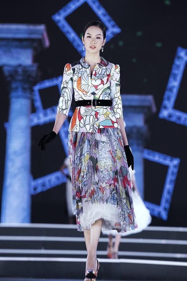 Lần đầu tiên, hoa hậu Kỳ Duyên nắm tay Đỗ Mỹ Linh công phá sàn catwalk-21