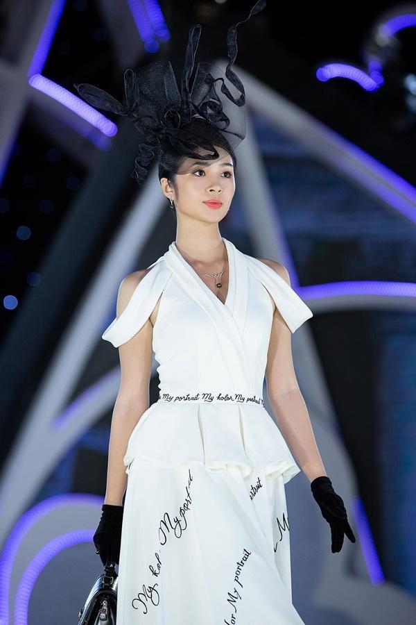 Lần đầu tiên, hoa hậu Kỳ Duyên nắm tay Đỗ Mỹ Linh công phá sàn catwalk-22