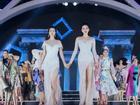 Lần đầu tiên, hoa hậu Kỳ Duyên nắm tay Đỗ Mỹ Linh 'công phá' sàn catwalk