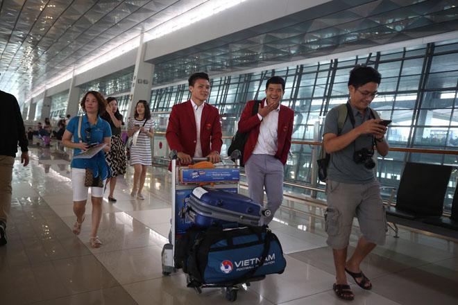 U23 Việt Nam cực bảnh bao di chuyển lên chuyên cơ riêng, dự kiến 12h30 sẽ có mặt tại Nội Bài-4