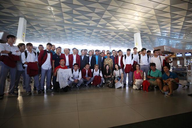 U23 Việt Nam cực bảnh bao di chuyển lên chuyên cơ riêng, dự kiến 12h30 sẽ có mặt tại Nội Bài-1