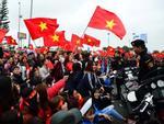 Cổ động viên hồi hộp chờ đón đoàn Olympic Việt Nam về nước