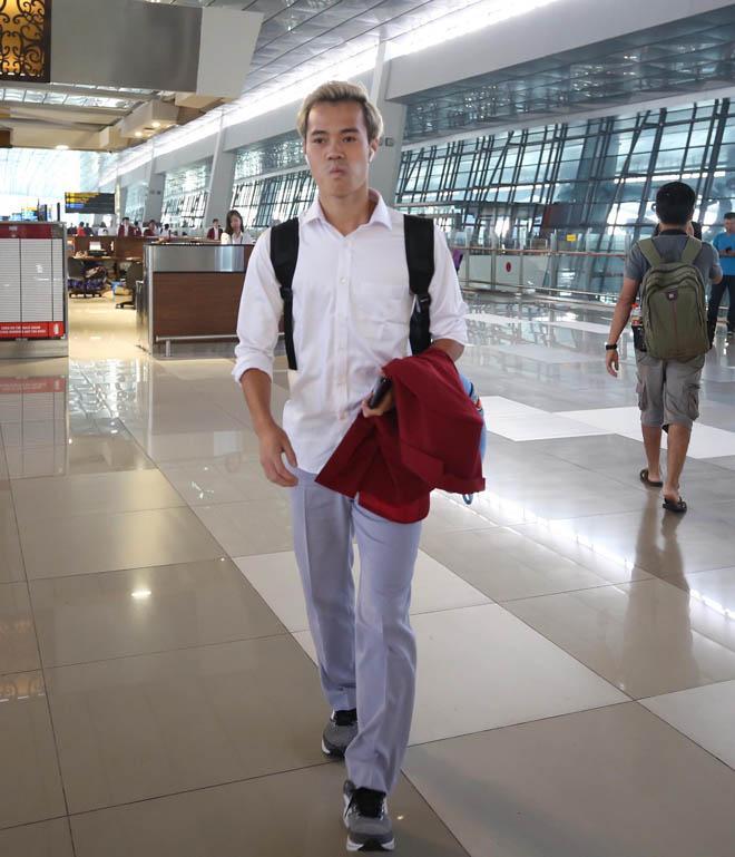 Bùi Tiến Dũng, Công Phượng cùng tuyển U23 Việt Nam mặc sơ mi bảnh bao về nước-5