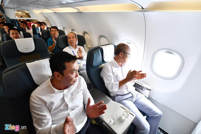 U23 Việt Nam đã đáp xuống Nội Bài trong vòng vây người hâm mộ-7